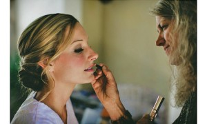 Julie-Corbet-Hairdresser-and-Make-Up-artist-lyndoch-on-the-lake-byron-bay-wedding-shane-shepherd-photographer_010-576x384